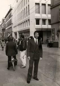 Beniamino Ciotti davanti a Banca Monte in una immagine di Giovanni Ferraguti