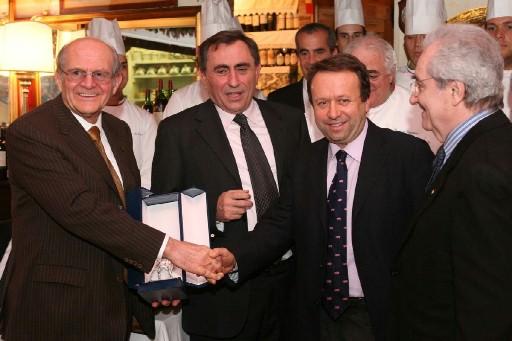 La consegna dei Rigoletto d'argento 2008; da sinistra: Franco Freddi, Luigi Bortolotti, Massimo Montanari, Gualtiero Marchesi