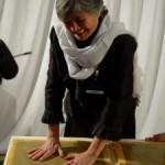 Nadia Santini lascia l'impronta delle sue mani