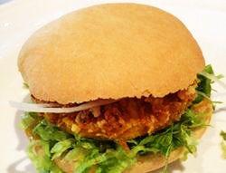 Il panino con la frittata coi saltarei della Chiusa di Asola