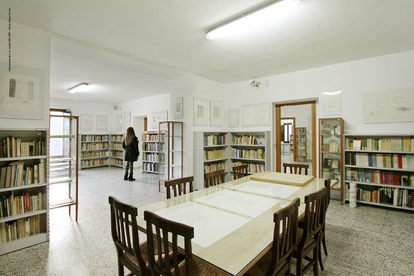 Una sala della biblioteca Alessandro Appella