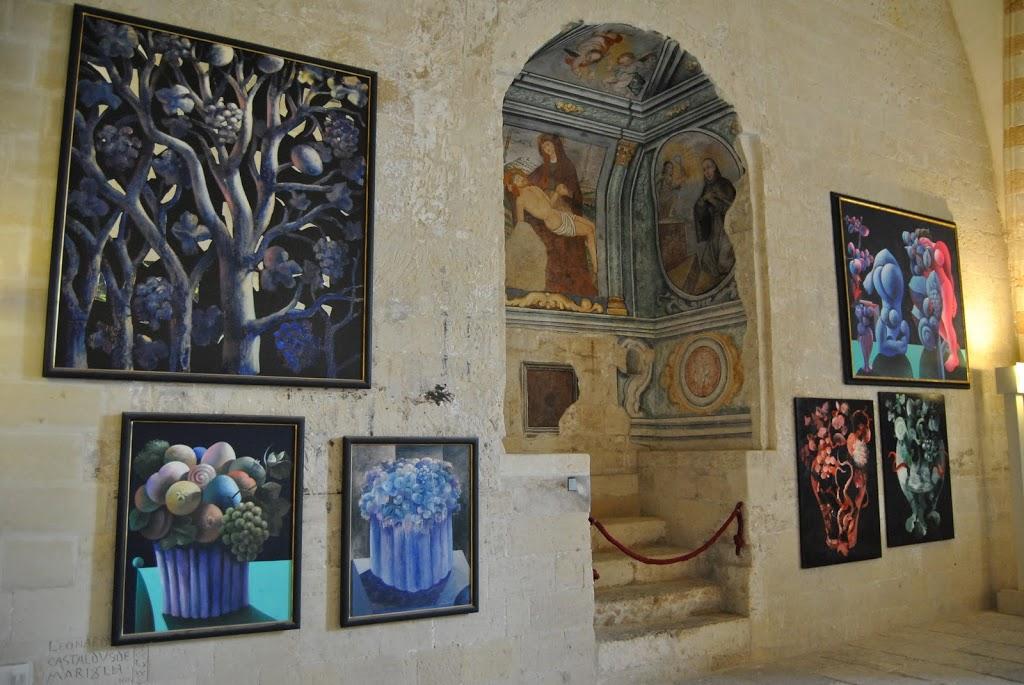 Una delle sale del Castello Carlo V di Lecce in cui sono ospitate circa cinquanta opere in permanenza di Pignatelli