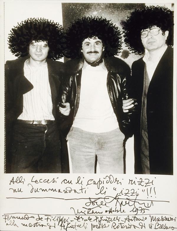 Ercole Pignatelli (al centro) con Fernando De Filippi (alla sua destra) e Antonio Massari a Milano nei primi anni Settanta.