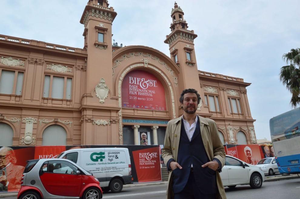 Massimo Torrigiani, 49enne editore e curatore, barese di nascita, vive a Milano. È coordinatore del comitato scientifico del Pac-Padiglione d'arte contemporanea di Milano. Dal 2010 al 2012 ha curato SH Contemporary a Shangay.