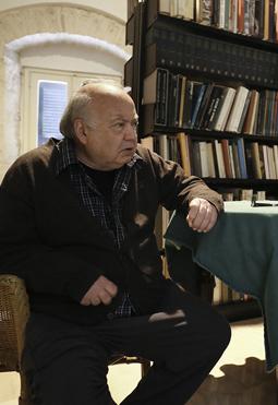 Mino Devanna nella sua casa di Bitonto. Fotografia di Giuseppe Fioriello