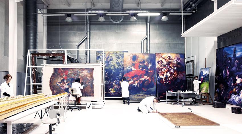 Laboratorio di restauro a Venaria (Torino)