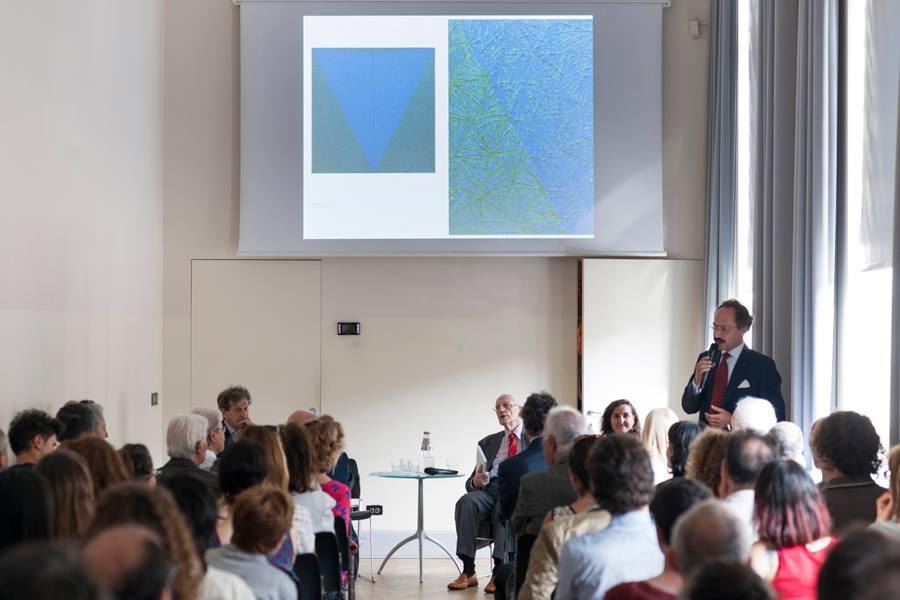 La presentazione del volume con Enrico Crispolti, Francesca Pola, Francesco Tedeschi e Gadaleta nella sede del museo di Banca Intesa in piazza Scala a Milano