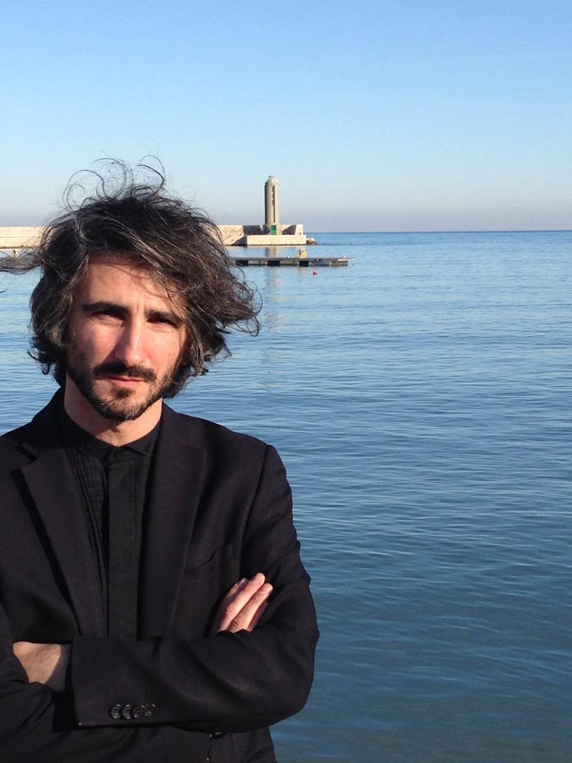 Francesco Maggiore in uno scatto di Fabrizio Bellomo. Maggiore è laureato in ingegneria al Politecnico di Bari. Presidente della Fondazione Dioguardi, è autore di saggi su architettura e fotografia.