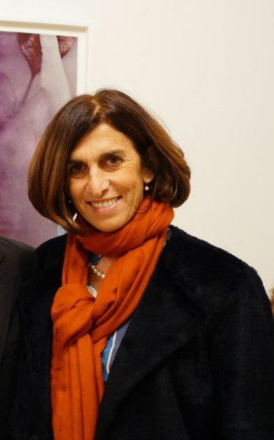 Valentina Bonomo, barese residente a Roma, sin da piccola è in contatto con artisti internazionali. Dopo numerosi anni in giro per l'Europa e l'America, dal 2002 ha una sua galleria a Roma, dove si occupa di artisti storicizzati e di giovani.