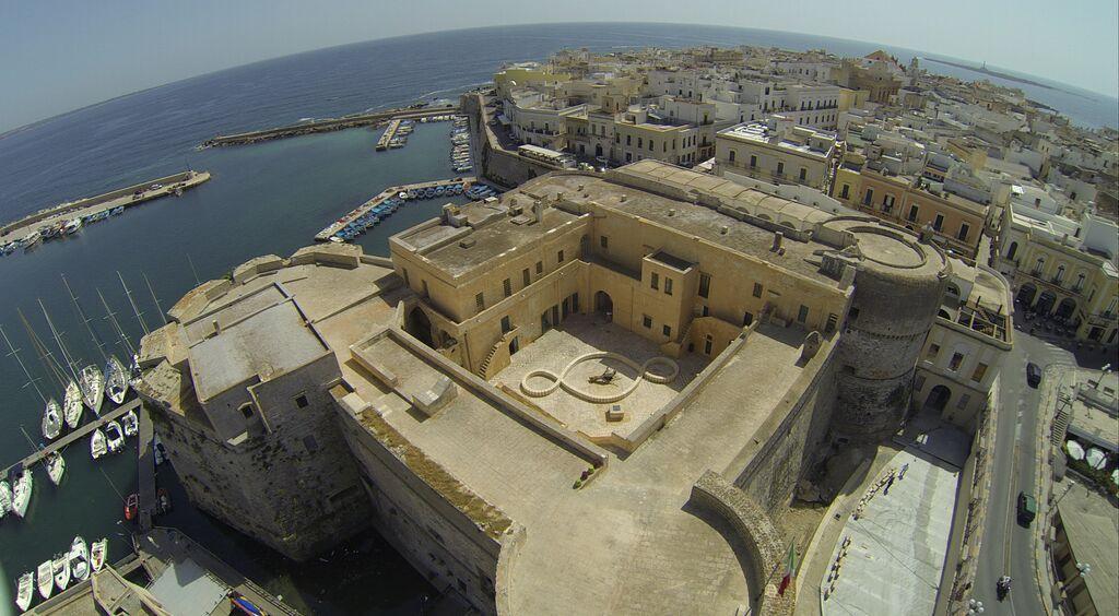 Il Terzo Paradiso di Pistoletto al castello di Gallipoli