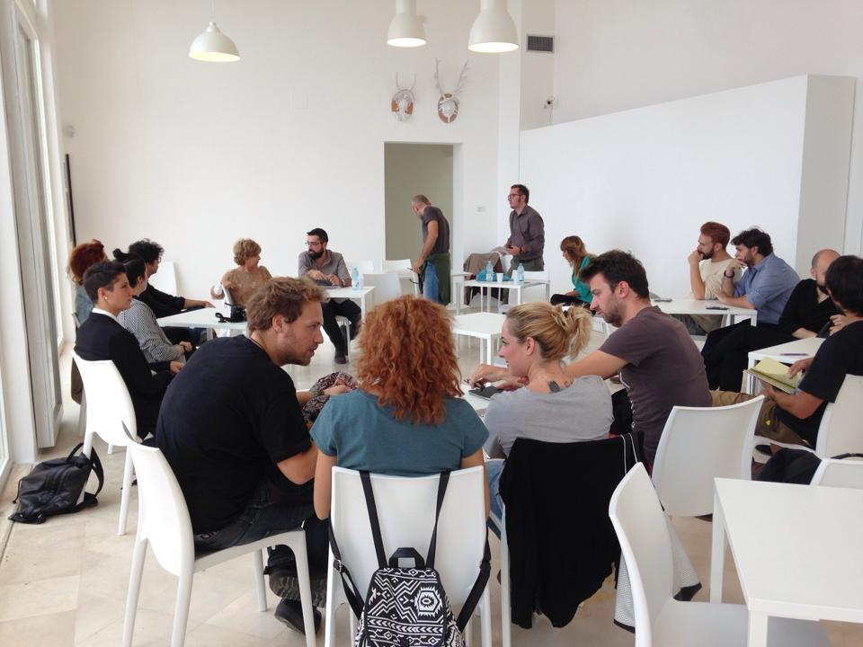 I protagonisti della residenza durante un talk alla Fondazione Pascali di Polignano a mare