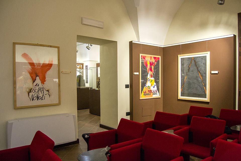 "La sala dei ""manifesti d'autore"" di Paladino, Nespolo e Nagasawa."