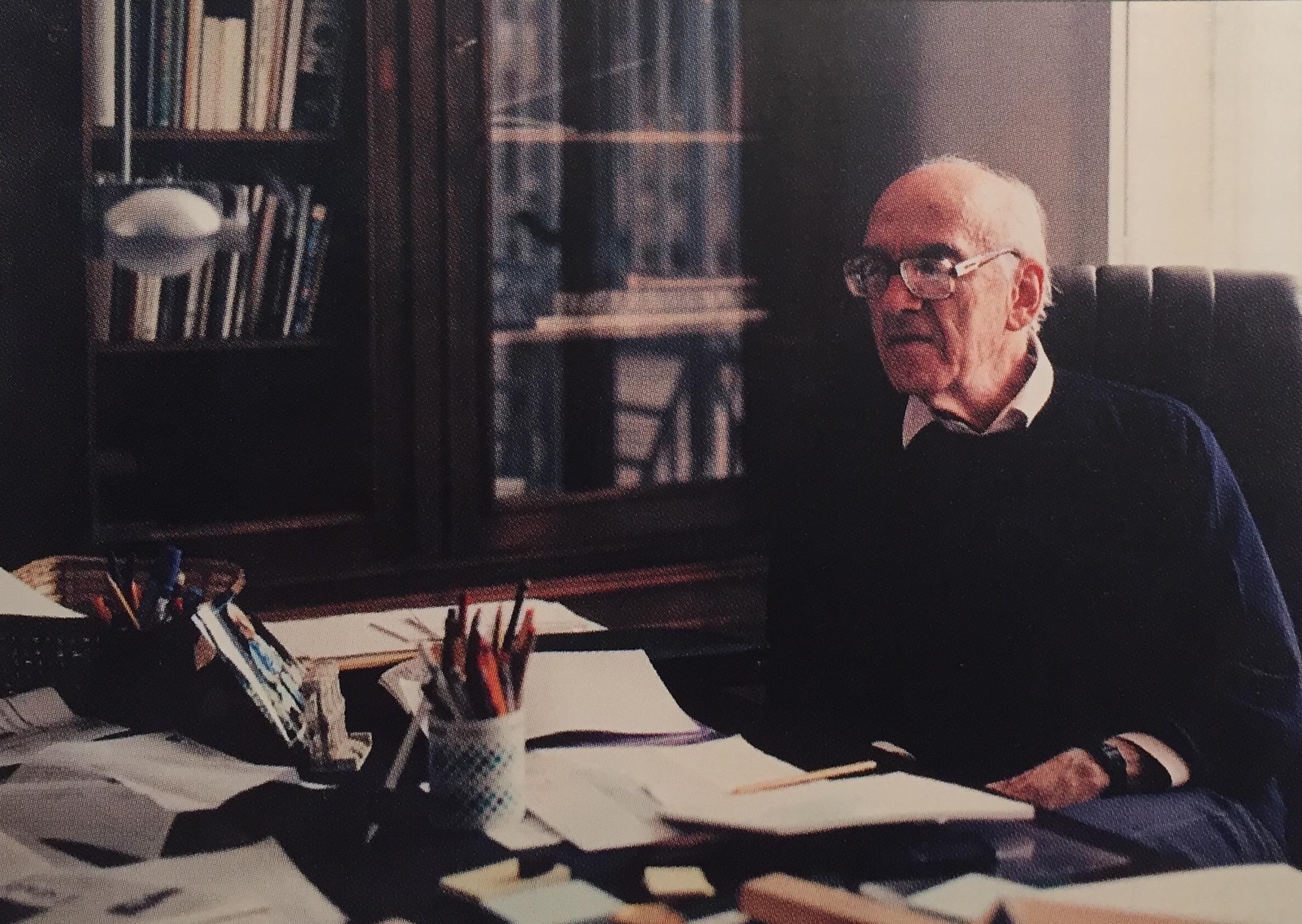 Lorenzo Bonomo nel suo studio in una foto di qualche anno fa