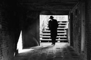 L'uomo col cappello nero
