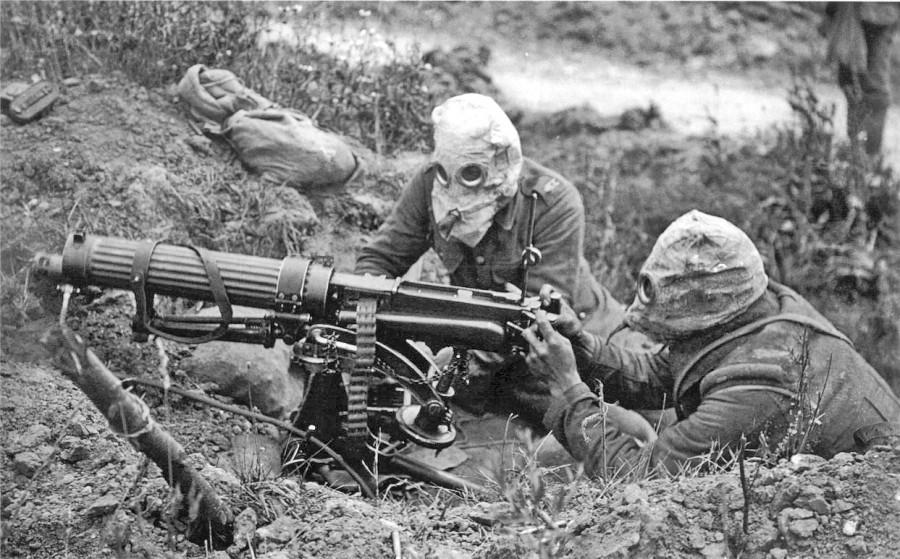 Vickers_machine_gun_crew_with_gas_masks