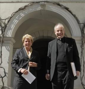 10.04.29 Waltraud Klasnic e il cardinale Christoph Schoenborn