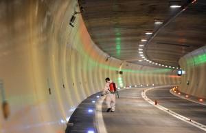 11.05.13 Tunnel autostrada Tauri 140511apa726