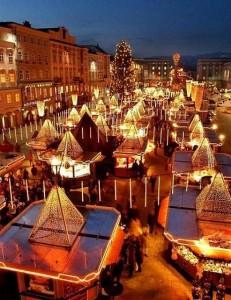 05.11.00 03 Linz, mercatino di Natale nella piazza Centrale