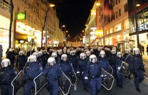 12.01.28 Vienna, manifestazione contro ballo wKR wrk_apa726