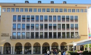 12.07.16 Bolzano, piazza Walther, Sparkasse