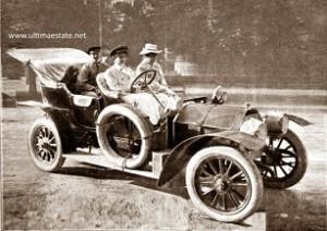14.08.12 Lucy Christalnigg al volante di una sua auto - Copia