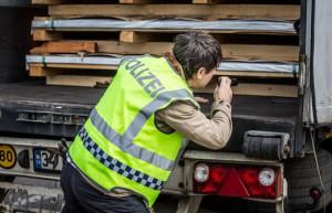 14.10.09 Controlli di polizia al traffico in entrata dall'Italia polizei2_weix_726