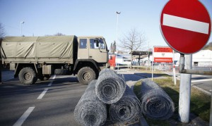 15.12.07 Spielfeld, rotoli di rete per il confine Stiria-Slovenia