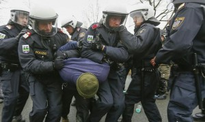 16.02.19 Polizia austriaca al confine per profughi in arrivo