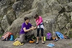 Klettern Kind - Gurt anziehen