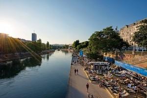 17.06.27 Vienna, locali lungo il canale del Danubioi, Adria Wien am Donaukanal - Copia