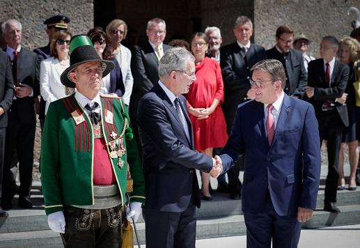 17.07.06 Innsbruck, visita Alexander Van der Bellen ricevuto da Günther Platter - Copia