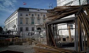 17.09.09 Vienna, costruzione muro-barriera antiterrorismo davanti a cancelleria