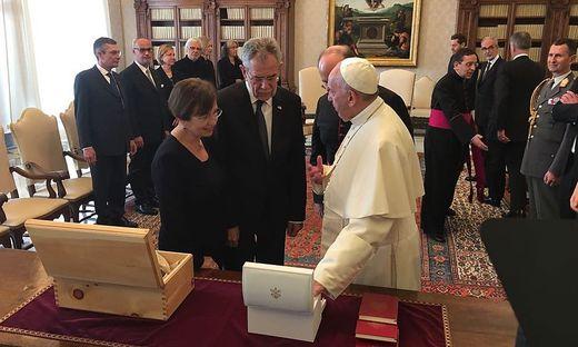 17.11.16 Vaticano, Alexander Van der Bellen con moglie e Papa Francesco (Foto Thomas Götz)