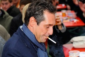 18.01.10 Heinz-Christian Strache con sigaretta (fumo) - Copia
