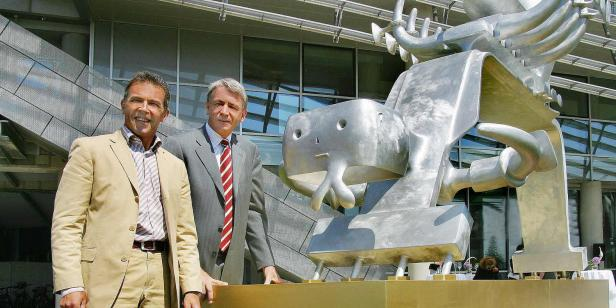18.04.04 Klagenfurt, Hypo Bank; Jörg Haider e Wolfgang Kulterer; opera Bruno Gironcoli