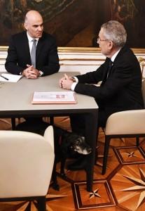 18.04.15 Cagnetta Van der Bellen in visita a presidente Svizzera - Copia