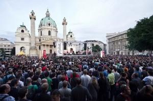 18.7.13 Vienna. Popfest in Karlsplatz (foto Simon Brugner) - Copia