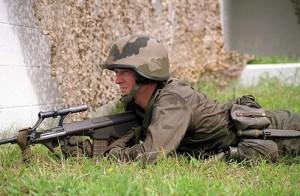 18.08.06 Soldato austriaco con variante standard AUG - Copia