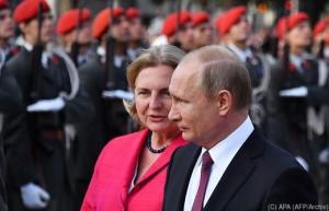 18.08.18 Karin Kneissl e Vladimir Putin a Vienna in giugno 2018