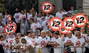 18.08.312 Protesta per orario 12 ore giorno