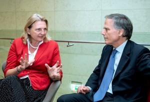 Karin Kneissl trifft sich mit dem italienischen Außenminister,