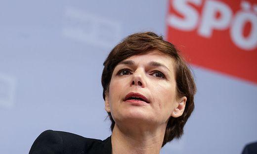 Per la prima volta nei suoi 130 anni di storia il Partito socialdemocratico  austriaco (Spö) vedrà una donna alla guida. La designazione è venuta ieri  ... 29602041b53b8