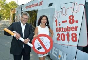 18.10.01 Vienna, assessori Ulli Sima e Peter Hacker pro referendum Don't smoke