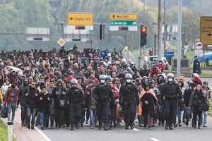 15.11.24 Profughi in Slovenia diretti al confine austriaco