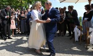 18.11.11 Ballo Karin Kneissl e Vladimir Putin (matrimonio Kneissl)