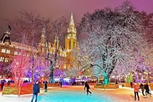 18.12.05 Vienna, pista pattinaggio su ghiaccio davanti al municipio (Rathaus) - Copia