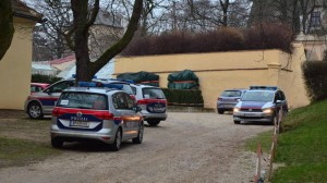 18.12.17 Polizia davanti Schloss Bockfliess