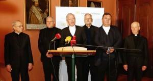 18.12.19 Engelbert Guggenberger (al centro) con capitolo diocesano - Copia