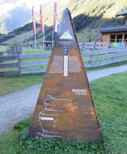 18.09.12 035 Krimmler Tauernhaus; installazione di Alpine Peace Crossing