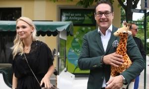 19.06.15 Heinz-Christian Strache con moglie Philippa